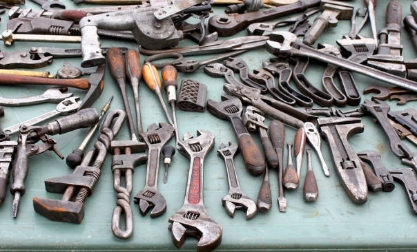 Furnishings-You-Should-and-Shouldnt-Buy-Secondhand-Tools
